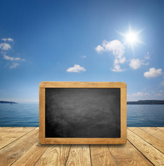 Fototapete - Hintergrund Am Meer / See mit Tafel