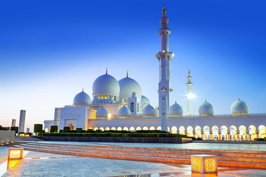 Grand Mosque in Abu Dhabi at night, United Arab Emirates