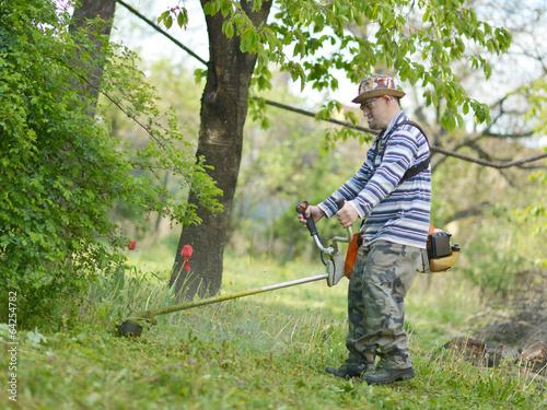 jardinier avec tondeuse photo libre de droits sur la banque d 39 images image 64254782. Black Bedroom Furniture Sets. Home Design Ideas