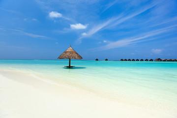 Fototapete - Beautiful tropical beach at Maldives