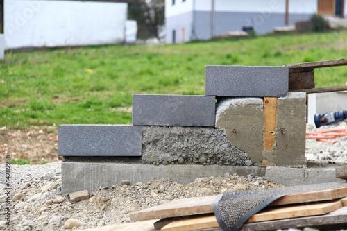 hausbau treppenstufen setzen iv stockfotos und lizenzfreie bilder auf bild 64289938. Black Bedroom Furniture Sets. Home Design Ideas