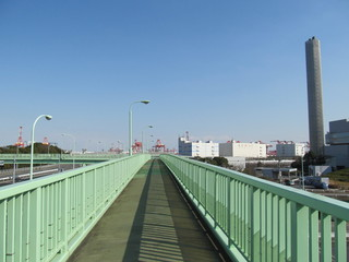 工業地帯の歩道橋