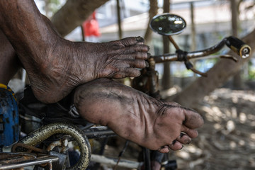 Wrinkled and dirty foot Of older people from working hard.