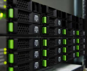 Array disk storage in data center