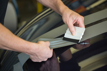 Car wrapper straightening foil with a squeegee