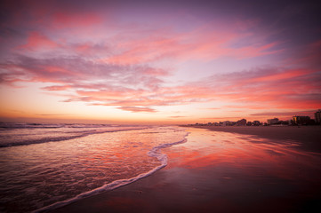 Foto op Plexiglas Rood Sunset on the beach