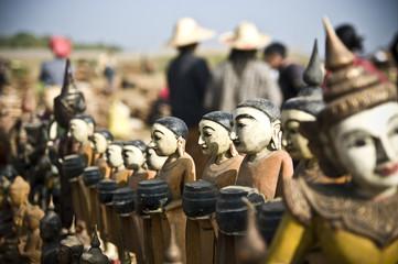 statuettes au marché du lac Inle, Myanmar