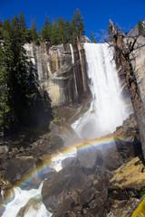 Fototapete - Vernal Fall mit Regenbogen, Yosemite, USA