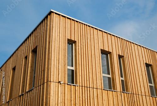 holzhaus mit holzfassade modern house with wooden. Black Bedroom Furniture Sets. Home Design Ideas