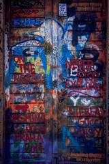 Graffiti sur une porte