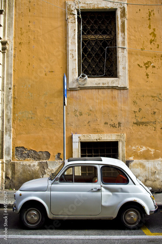 vieille fiat 500 dans les rues de rome italie photo libre de droits sur la banque d 39 images. Black Bedroom Furniture Sets. Home Design Ideas