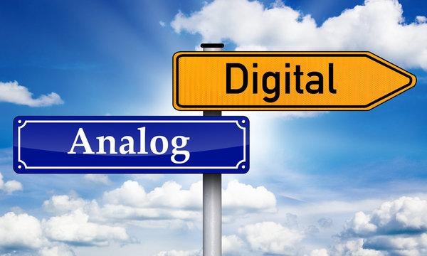 Schild mit Analog und Digital