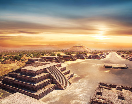 Teotihuacan, Mexico, Pyramid of the sun and the avenue of the De