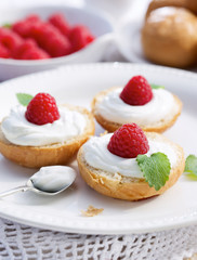 Butter buns with fruity creamy cheese and fresh raspberry