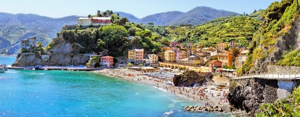 Fototapete - Panoramic coastal view at Monterosso, Cinque Terre, Italy