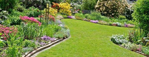 Schöner Garten mit toller Bepflanzung