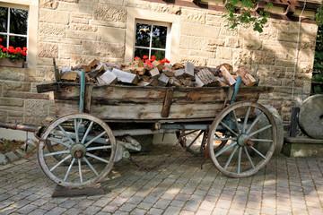Antiker Holzwagen