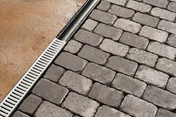Pflasterarbeiten und neues Entwässerungssystem - Drainagerinne