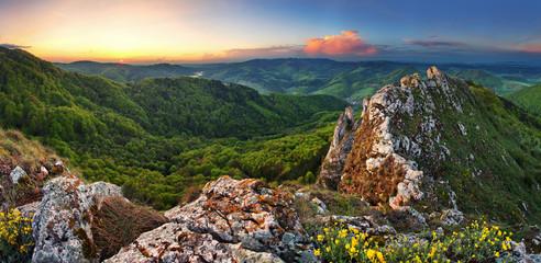 Fototapete - Slovakia mountain at spring - Vrsatec