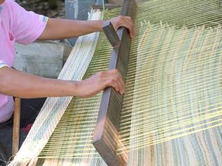 Thai woman hands weaving reed mat