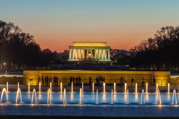 Wall Mural - Abraham Lincoln Memorial at night - Washington DC, United States