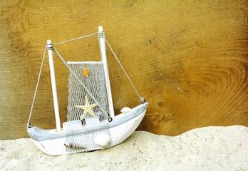 Wall Mural - Holzschiff mit Fischernetz