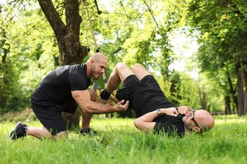 TRX Training im Park mit Coach