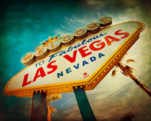 Fotorolgordijn Las Vegas Famous Welcome to Las Vegas sign with vintage texture