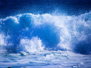 Strong foaming waves