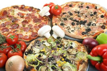 pizza composizione sfondo bianco