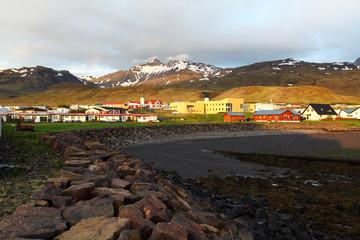 Fototapete - Village in Iceland - Grundarfjordur - snaefellsnes