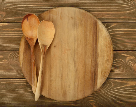 Round board and wooden spoons