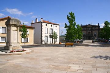 place de l'hôtel de ville à Pont-du-Château