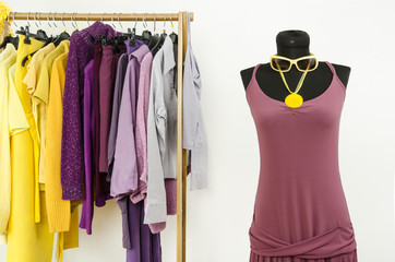 Mannequin with complementary colors violet and yellow clothes.