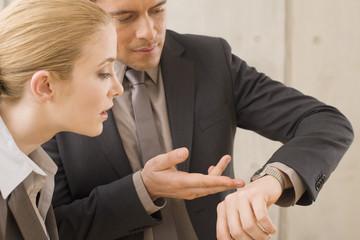 Zwei Geschäftsleute,Zeitmanagement
