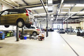 moderne KFZ Werkstatt // automotive workshop