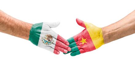 Handshake Mexiko und Kamerun