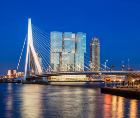 Fototapete - Erasmus Bridge During Blue Hour, Rotterdam, The Netherlands
