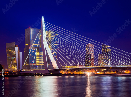 Fototapete Erasmus Bridge During Blue Hour, Rotterdam, The Netherlands