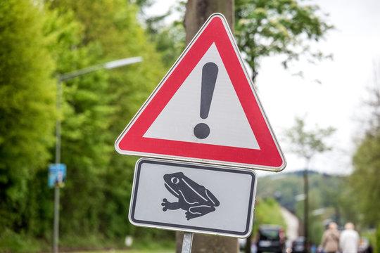 danger toad migration sign