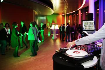 Plattenspieler,Disjockey,DJ,Tanzfläche