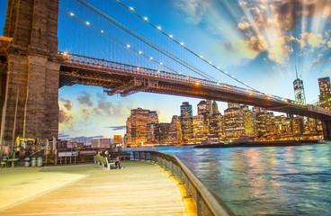 Brooklyn Bridge Park, New York. Stunning Manhattan skyline light