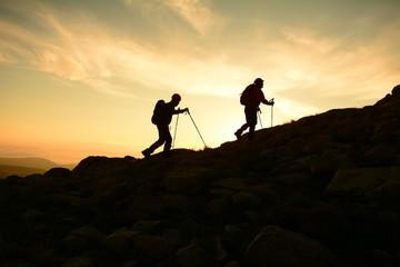 Wall Mural - dağ tırmanışı  gündoğarken