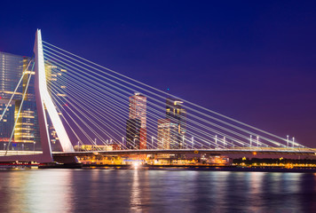 Fototapete - Erasmus Bridge at Night, Rotterdam, The Netherlands
