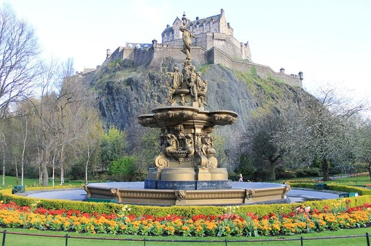 Edinburgh Castle and the Ross Fountain