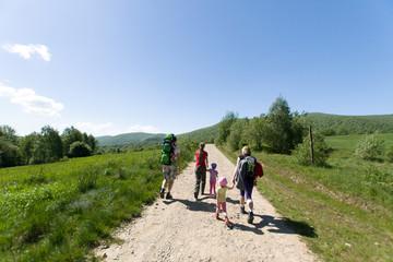 Turyści na górskim szlaku, Bieszczady, Polska