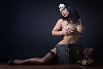 Fototapeta Einne Nonne ganz privat obraz