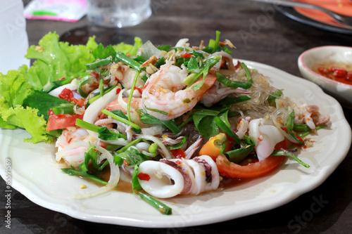 Салат с консервированными креветками рецепт с