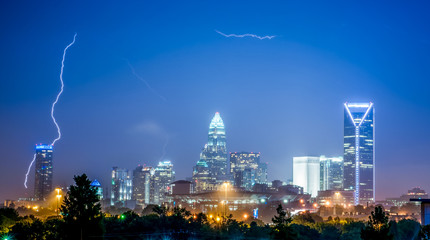 Fotomurales - lightning and thunderstorm over city of charlotte north carolina