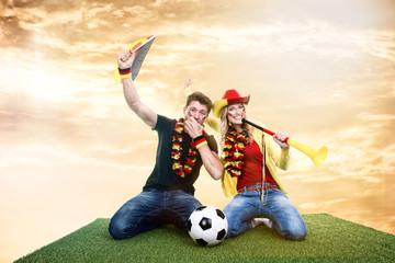 jubelnde Fussballfans